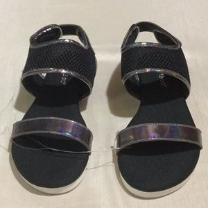 NWOB Bamboo Sandals Shiney Silver w/ Heel Strap